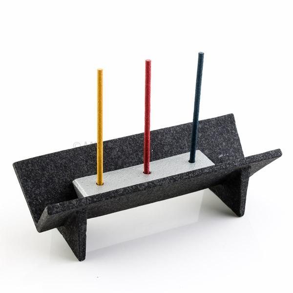 Japanischer Drei-Räucherstäbchenhalter aus Gusseisen - Masuda Design